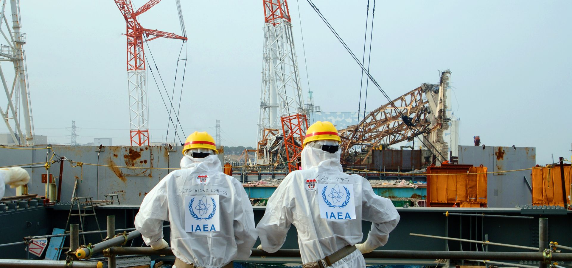 Two IAEA experts examine recovery work on top of Unit 4 of TEPCO's Fukushima Daiichi Nuclear Power Station on 17 April 2013 as part of a mission to review Japan's plans to decommission the facility. Photo Credit: Greg Webb / IAEA ( CC BY SA 2) https://www.flickr.com/photos/iaea_imagebank/8657963686